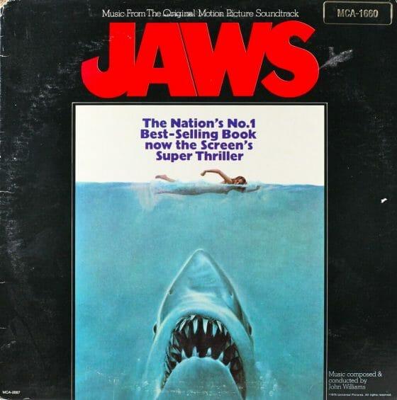 premisa pelicula tiburón ¿Qué pasaría si un tiburón asesino llega a una tranquila playa llena de niños?